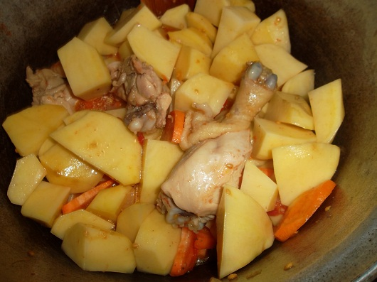 Картошка тушёная с мясом в казанке