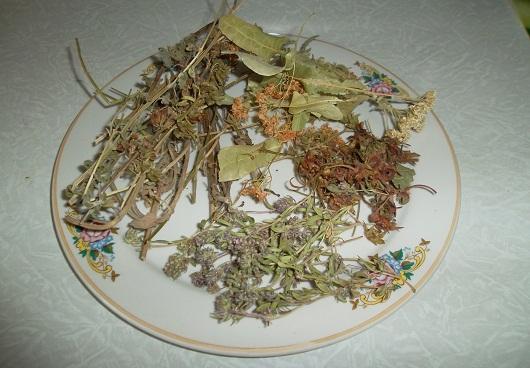 Лечебный травяной чай из липы, чабреца и мелиссы