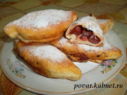 Жареные пирожки с вишней рецепт