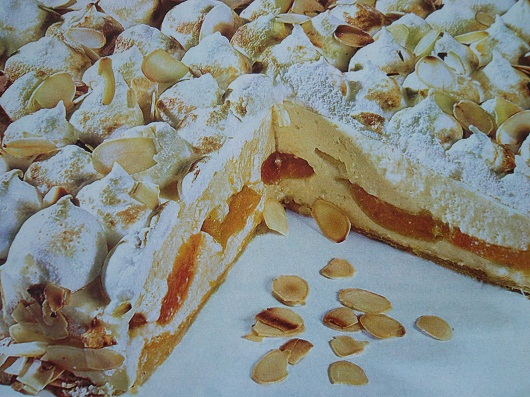 Абрикосовый торт с безе