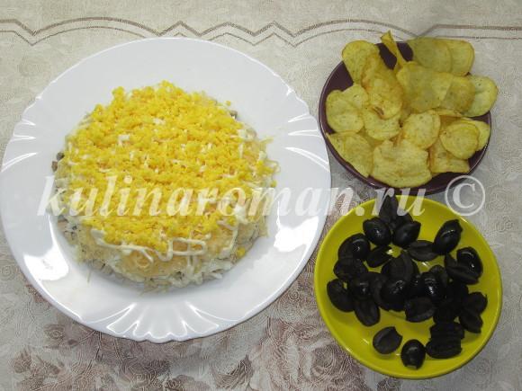салат с сыром и маринованными грибами