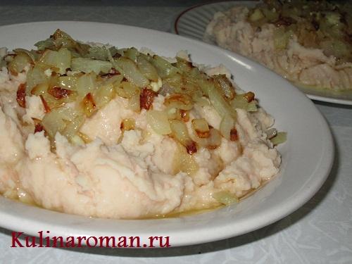 фасоль с жареным луком и чесноком
