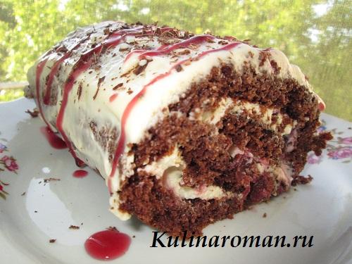 шоколадный десерт с вишней