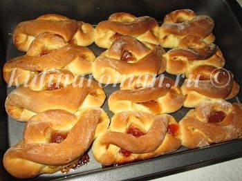 Сдобные булочки с вареньем