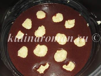 shokoladnyj-pirog-v-multivarke-s-tvorozhnymi-sharikami