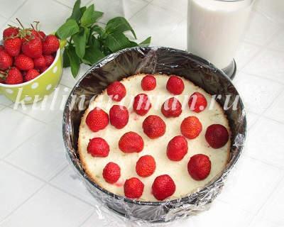 biskvitno-zhelejnyj-tort-s-klubnikoj