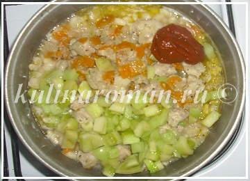 фасоль с зелеными помидорами и мясом