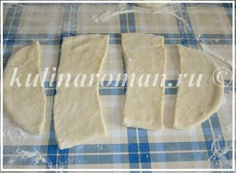 раскатываем тесто для хвороста
