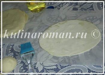 намазываем тесто маслом