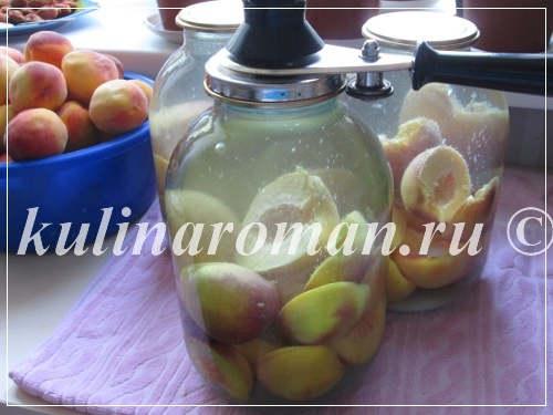заливаем персики крутым кипятком