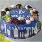 торт с глазурью и конфетами