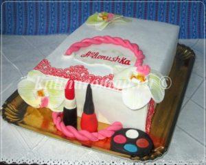 торт сумочка с косметикой