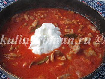 свинина в томатно сметанном соусе