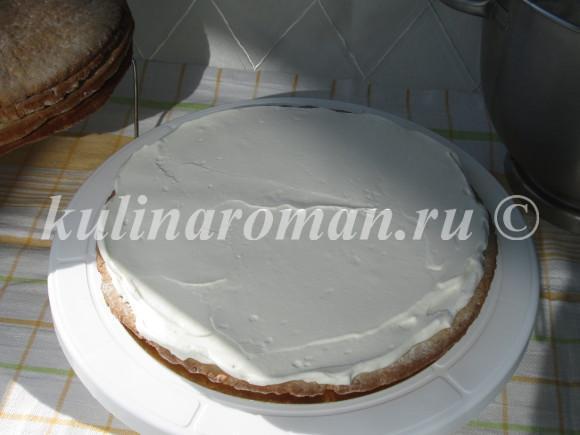 разравниваем крем на торте