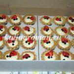 корзиночки с заварным кремом и ягодами