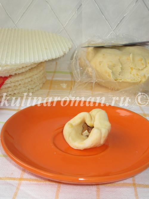 завернуть орех в тесто