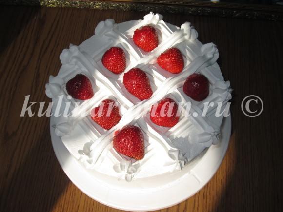 торт клубничный поцелуй