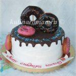 торт с пончиками