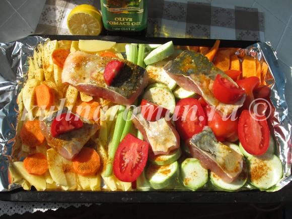 карп в духовке с овощами в фольге