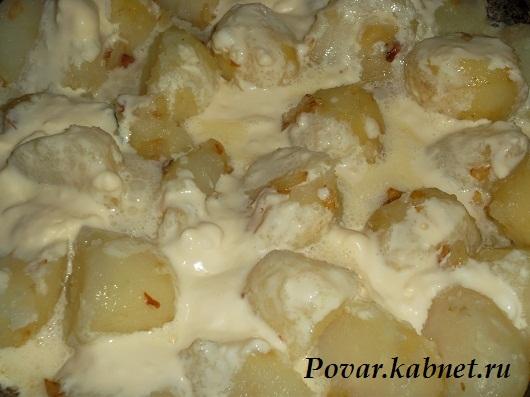 Молодой картофель в сметане с укропом