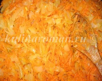 жарим лук с морковью