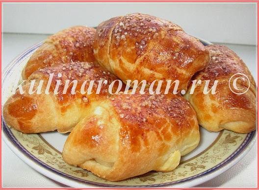 http://kulinaroman.ru/wp-content/uploads/2015/06/poshagovyj-recept-rogalikov-11.jpg
