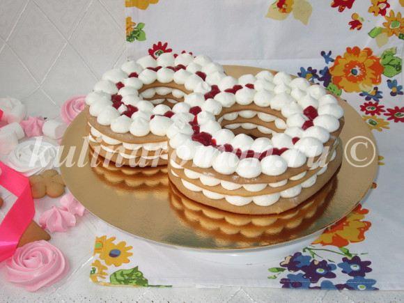 собранный торт с кремом чиз