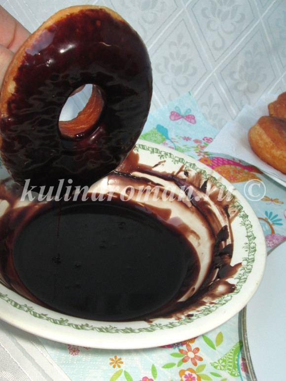 в шоколадной глазури пончики