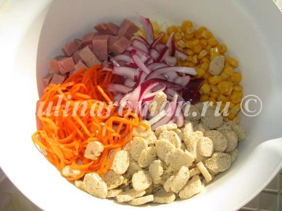 салат с колбасой и корейской морковкой
