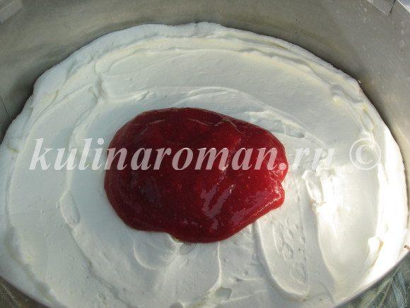 шоколадный торт с клубничным конфитюром