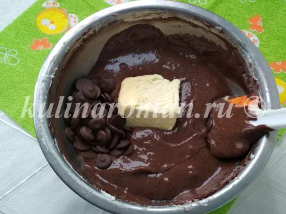 добавляем масло и шоколад