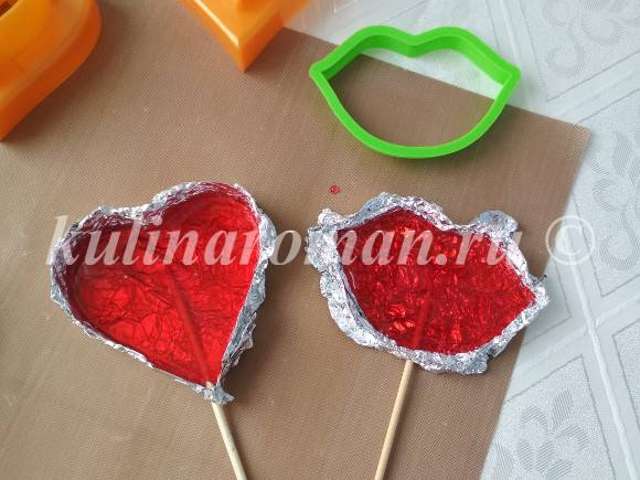 леденцы на палочке сердечки
