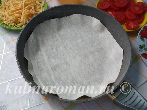 яичница на сковороде с лавашем