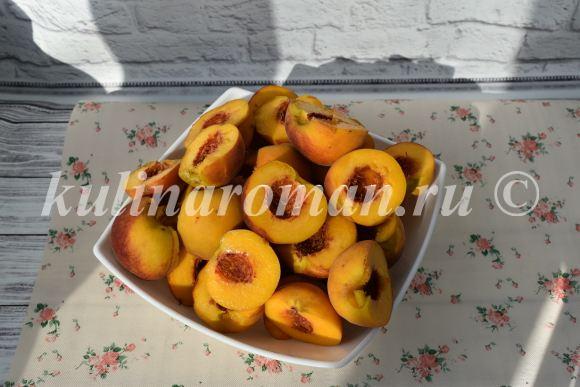 очищаем персики от косточек