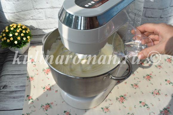 добавить в тесто воду