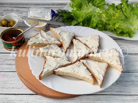 намазать хлеб творожным сыром
