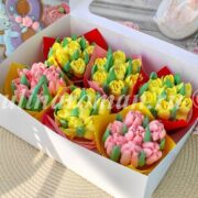 капкейки в виде букетов с тюльпанами