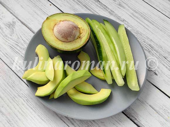 роллы с огурцом и авокадо