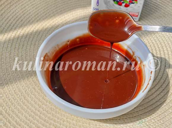 шоколадные подтеки из шоколада и сливок