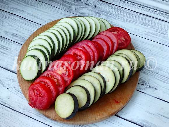 овощи нарезать дольками